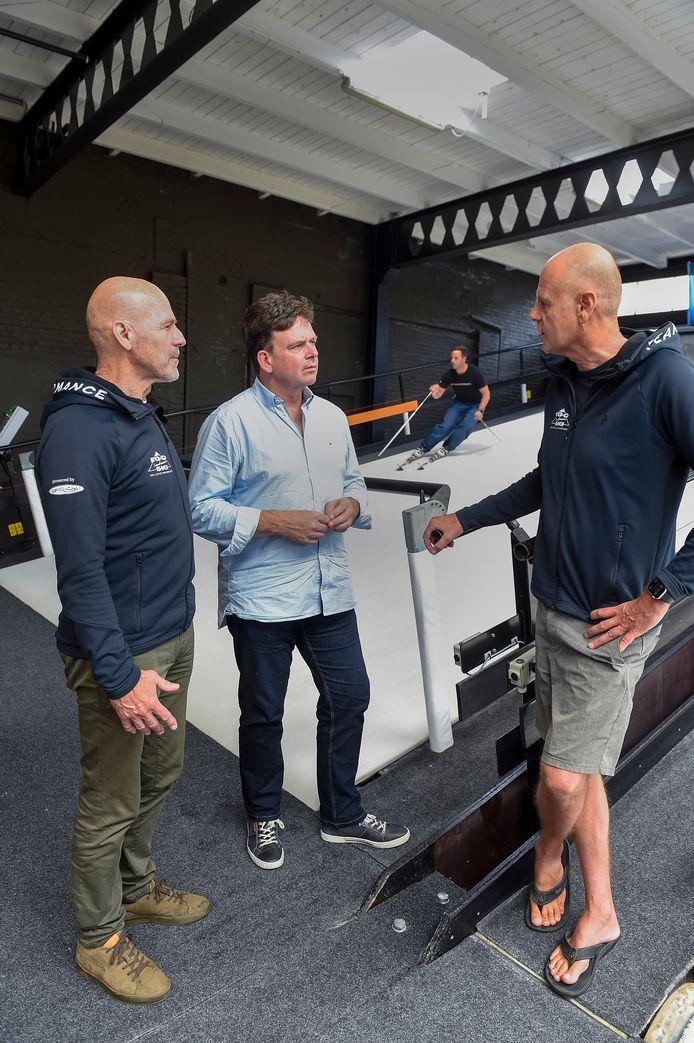 Van links naar rechts: Eddie Niemantsverdriet, Nicky Broos en Gosse Bijlenga. Op de achtergrond is Jim Vendrig aan het skiën, hij wordt de zakelijke partner van Broos.