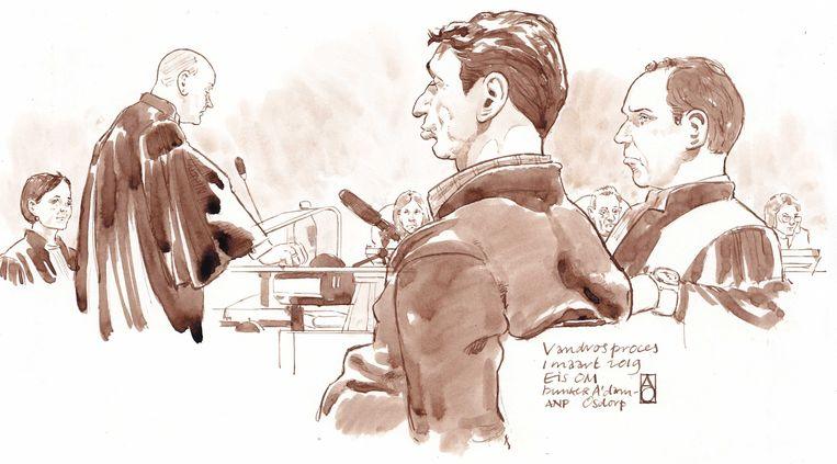 Officiers van Justitie Sabine Tammes en Lars  Stempher (links), Willem Holleeder en zijn advocaat Sander Janssen tijdens de strafeis van het Openbaar Ministerie in de extra beveiligde rechtbank De Bunker in Amsterdam Osdorp.  Beeld ANP