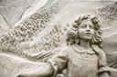 De metershoge zandsculpturen zijn met oog voor de detail door kunstenaars  uit Nederland, Ierland, Italië, Letland, Rusland en Amerika gemaakt