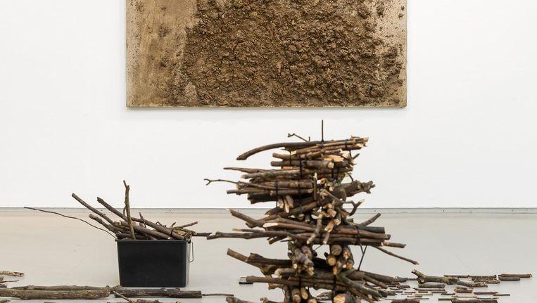 Oussou en Tàpies samen op zaal Beeld Peter Thijhuis/Cobra Museum
