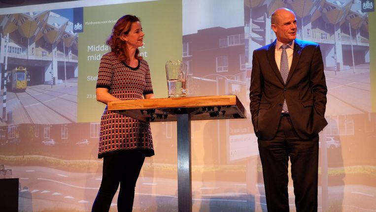 Minister Stef Blok (rechts) en presentatrice Anouschka Laheij in Citysense in Utrecht. Beeld Ton Damen