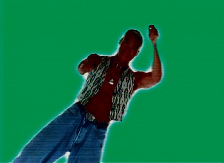 Stay-C van Twenty 4 Seven in de videoclip van Slave to the Music. Beeld