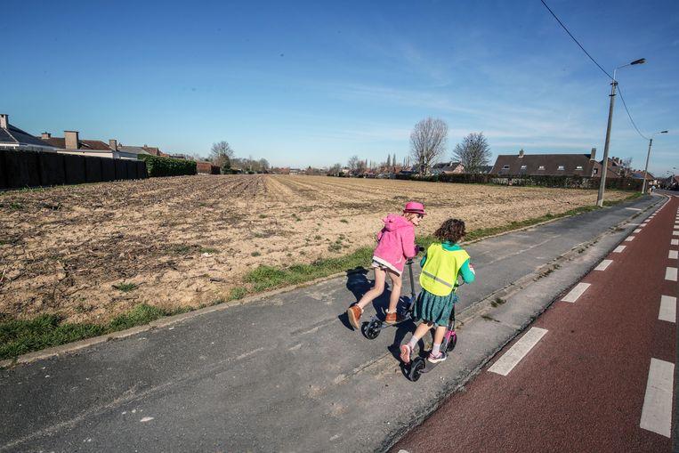 Het stuk grond, hier aan de Bozestraat, wordt nu nog als landbouwgrond gebruikt.