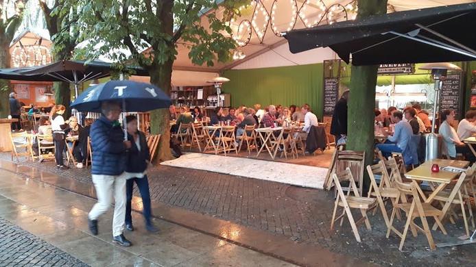 Veel paraplu's op de Parade