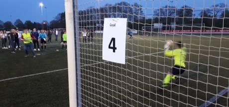 Notaris telt 1.459 penalty's bij wereldrecordpoging Uden