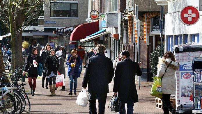 Winkelen in de Theresiastraat.