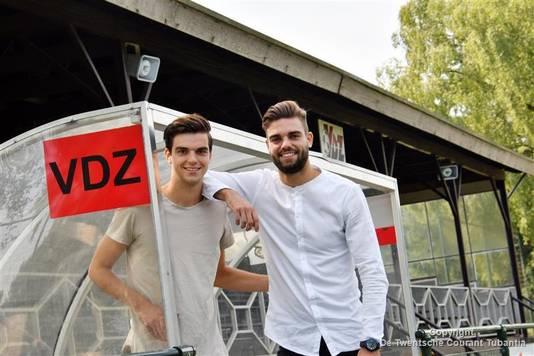 Mike Pröpper (links) met broer Robin bij hun amateurclub VDZ.