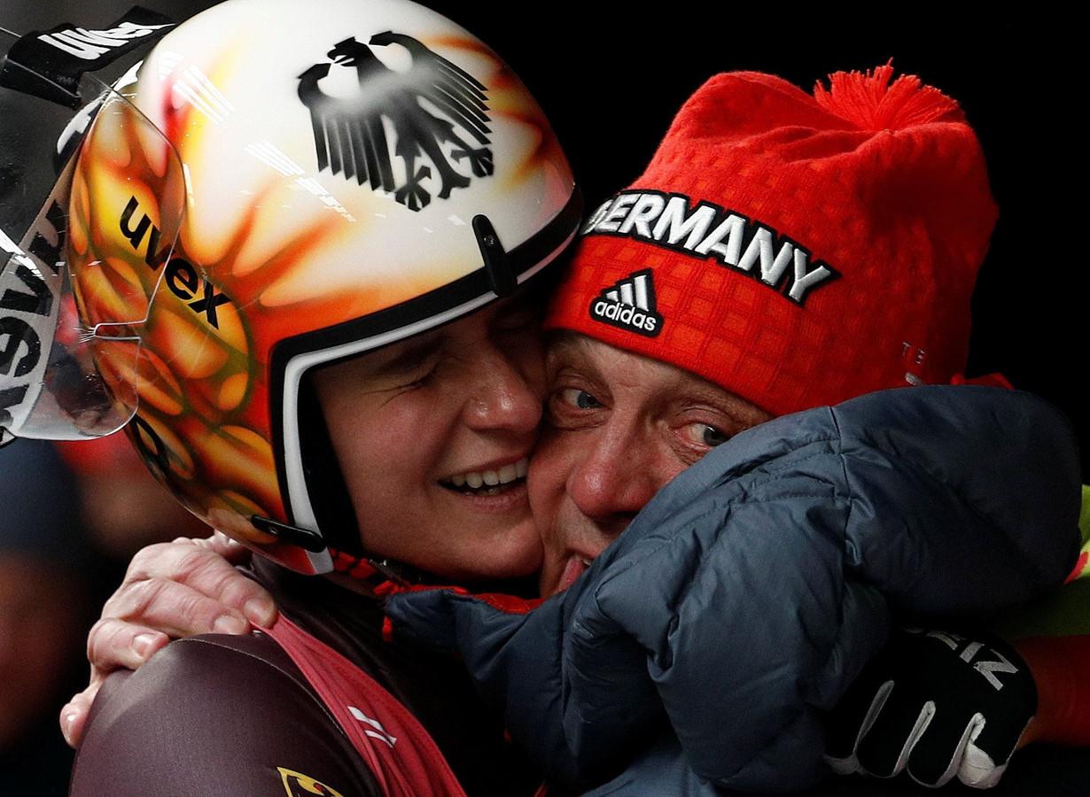 De Duitse Natalie Geisenberger won goud bij het rodelen.
