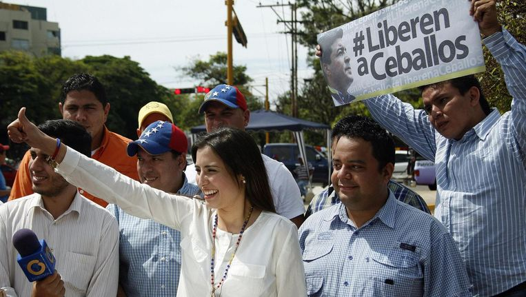 Patricia de Ceballos wint de gemeenteraadsverkiezingen in San Cristobal terwijl haar man in de cel cit.