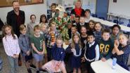 Leerlingen basisschool Gierle in feestkledij naar school