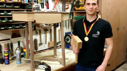 """Op z'n 7de maakte hij al nestkastjes, nu is Robbe (21) — opnieuw — Belgisch kampioen meubelmaken: """"Tja, hout is nu eenmaal mijn passie"""""""