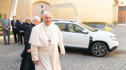 De nieuwe pausmobiel is een… Dacia Duster