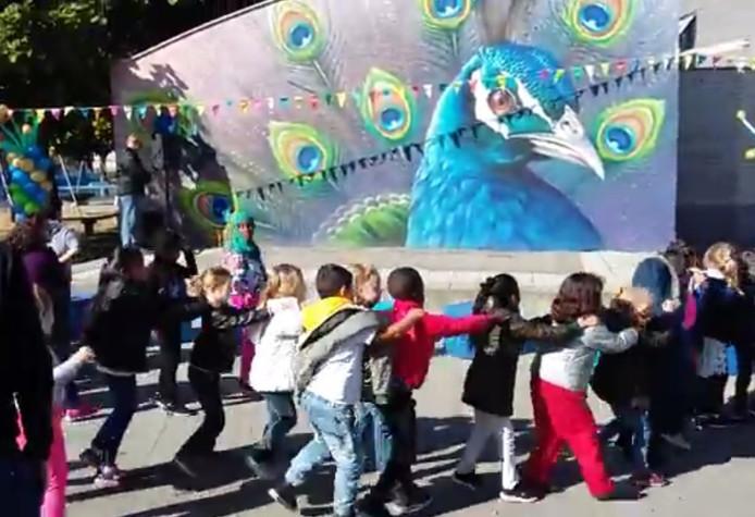 Nieuw schoolplein De Tweemaster in Goes feestelijk geopend.