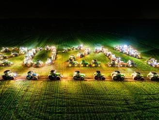Verbluffend: 300 verlichte tractoren wensen alle Belgen 'Smakelijk en Gezond 2021' toe