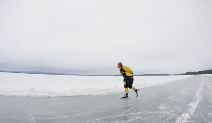 Linde Donkers schaatst in Zweden.