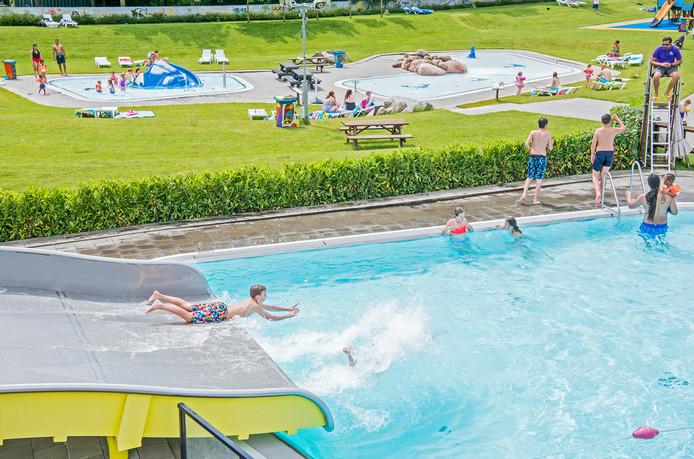 64219112269 Zorgen om veiligheid zwembad De Fakkel Ridderkerk | Rotterdam | AD.nl