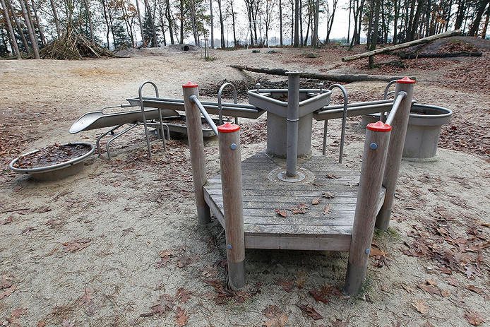 Het waterspeeltoestel dat tot voor kort in het Zandbos in Deurne stond. In 2012 werd een kind onwel toen het daar water oppompte.