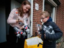 Joris (8) zamelt statiegeldflessen in voor de kleding van Prins Carnaval