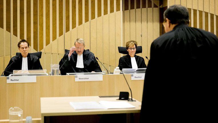 Rechters P.G. Vroom, P.H.B. Littooy en J.M. Janse van Mantgem (VLNR) in de rechtbank van Schiphol. Beeld anp