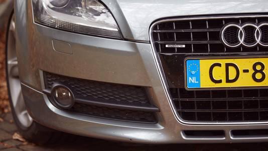 Auto van een diplomaat, met een CD-kenteken.