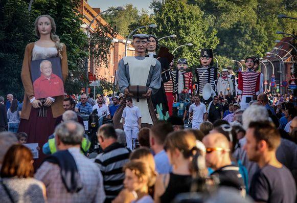 Een beeld van de eerste reuzenstoet in Bissegem in 2016.