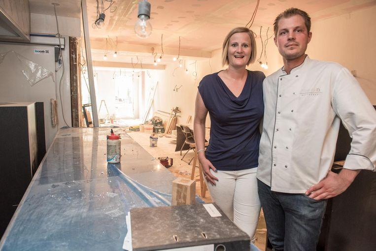 Delphine Van Der Straeten en Didier Bourdeaux in het nieuwe gedeelte waar nog volop gewerkt wordt.