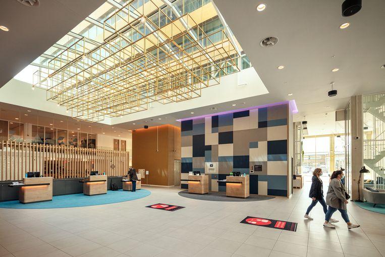 Het Holiday Inn Express hotel is sinds begin juni open. Beeld Jakob Van Vliet