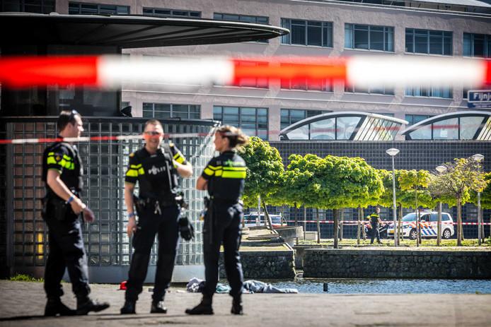 2018-05-05 15:59:35 DEN HAAG - Politie op het Johanna Westerdijkplein in Den Haag. Ter illustratie.