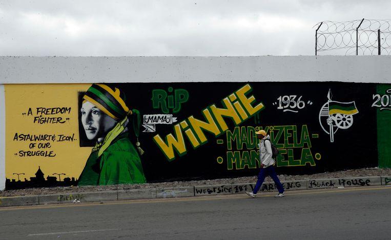 Een muurschildering ter ere van Winnie Madikizela-Mandela in Soweto. Beeld AP
