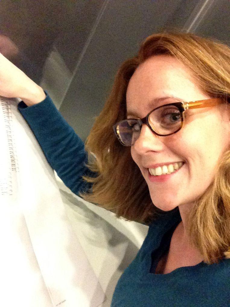 Sophie van de Meeberg, kandidaat-raadslid voor de HAP in Haarlemmermeer, maakt een stemfie Beeld ANP