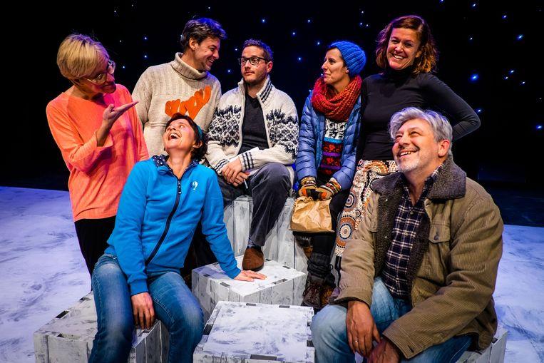 De acteurs van Toneel Harlekijn repeteren voor de voorstelling 'Almost, Maine'.
