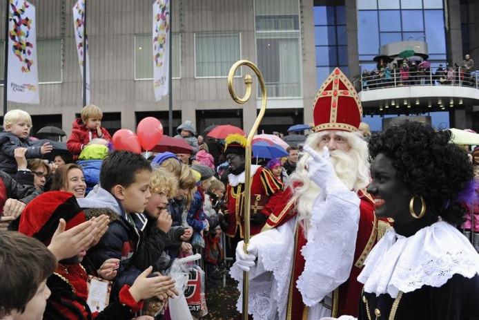 Sinterklaas tijdens de intocht op de Waalkade in Nijmegen. Foto: Bert Beelen