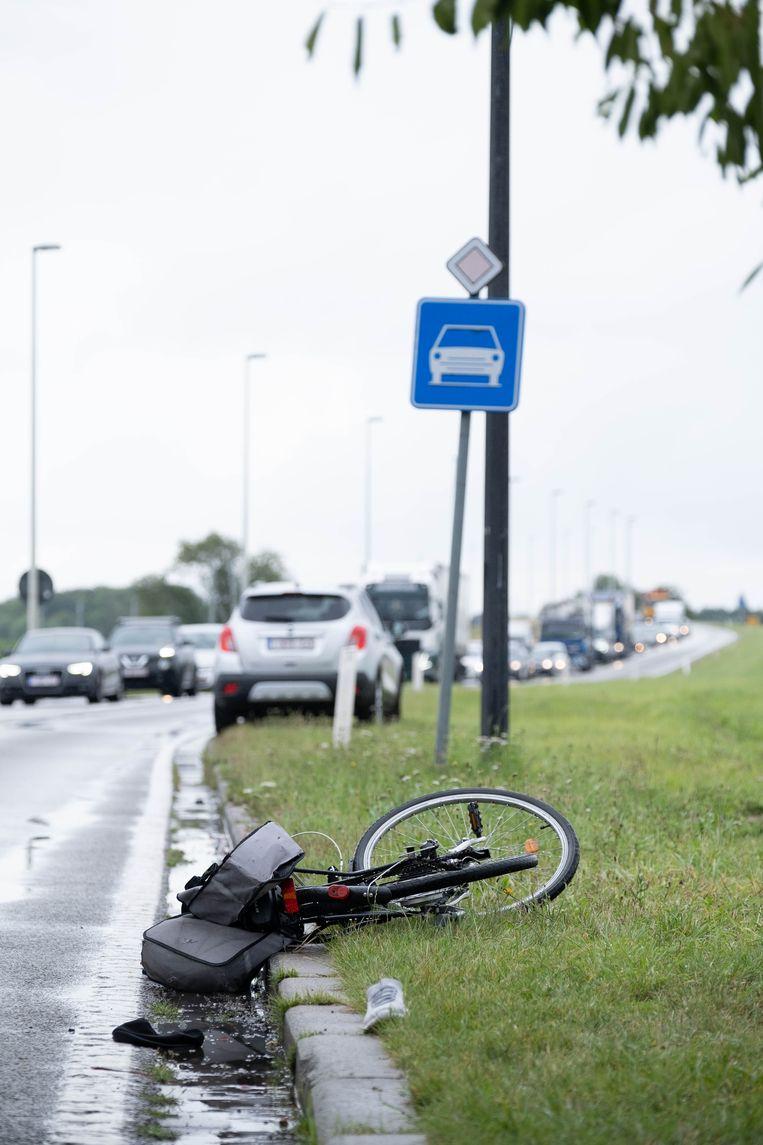 Op de N16 in Willebroek werd een fietser aangereden ter hoogte van het rond punt aan Tisselt