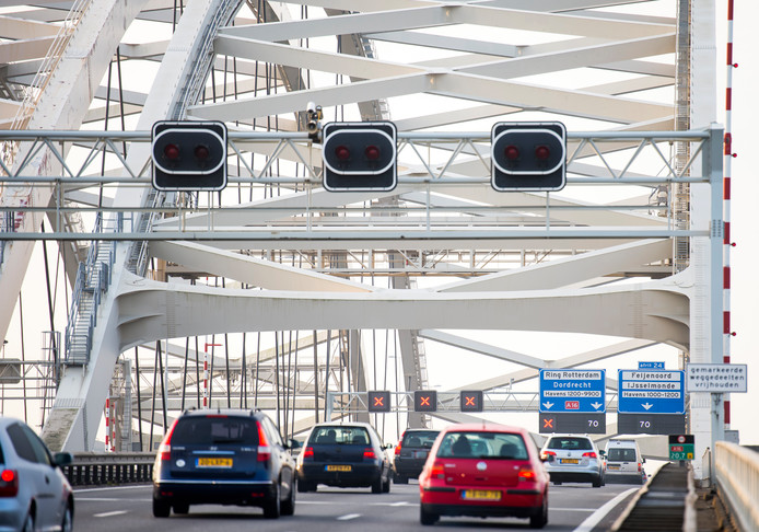 De Van Brienenoordbrug in Rotterdam wordt ook aangepakt.