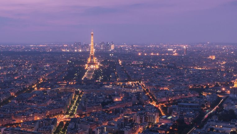 De vanop afstand bestuurde toestellen zijn onder meer gespot langs de Seine en de Eiffeltoren.