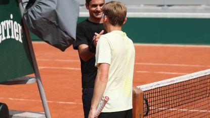 Goffin helpt Federer wennen aan centercourt