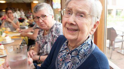Marietje is 105 en klinkt met glas water