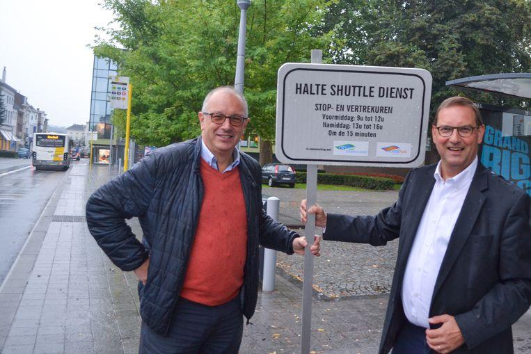 Mobiliteitsschepen Lieven Cnudde en OCMW-voorzitter Stefaan vercamer aan Tacambaro, één van de vier haltes.
