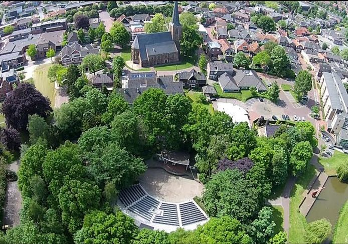 Het openluchttheater in Eibergen stelt in coronatijd zijn faciliteiten beschikbaar als oefenruimte.