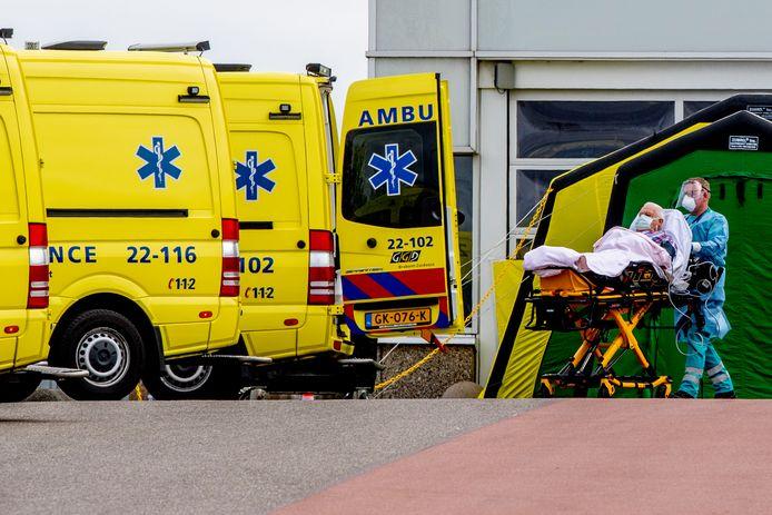 Vorige week werden gemiddeld honderd Brabantse coronapatiënten per dag overgeplaatst naar ziekenhuizen buiten de provincie. Afgelopen weekend waren dat er slechts acht.
