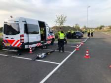 Politie en belastingdienst controleren bij A2 in Zaltbommel