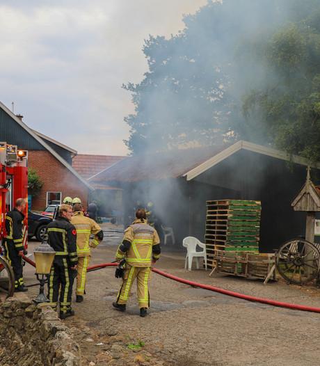 Flinke schuurbrand in Rossum na vermoedelijke blikseminslag
