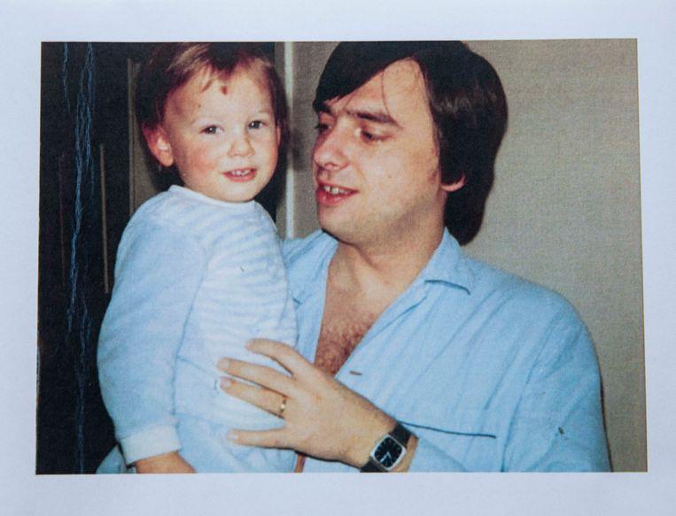Een vaderdag begin jaren negentig. Patrick Dewael met Frank op zijn arm.