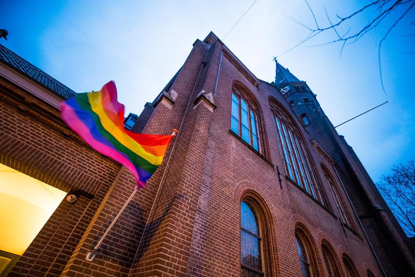 Diverse kerken hingen eerder dit jaar de regenboogvlag uit als statement tegen de zogeheten Nashvilleverklaring. Nederland is een van de meest ruimdenkende landen met betrekking tot de LGBT-gemeenschap, stelt de OESO
