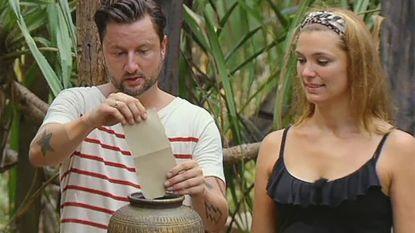 Nederlands bedrijf haalt inspiratie bij 'eilandraad' van Expeditie Robinson voor ontslagronde: collega's stemmen elkaar weg met briefjes