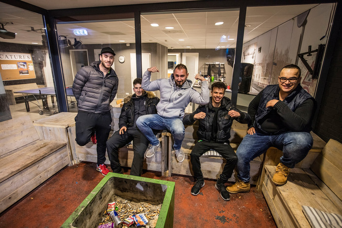 Simon, Karim, Valentino, Ibrahim en Talip in De Toeloop in Eindhoven.