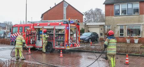 Brandweer blust keukenbrand in Ens