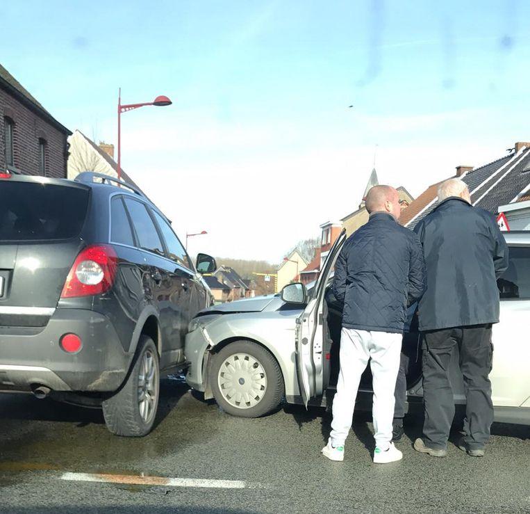 Bij het ongeval raakte één persoon lichtgewond.