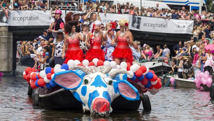 De Canal Parade door de grachten van de Amsterdamse binnenstad. Volgend jaar misschien ook in Utrecht.