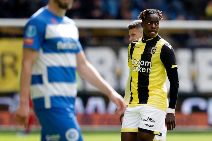 Richie Musaba bij zijn debuut voor Vitesse tegen De Graafschap.